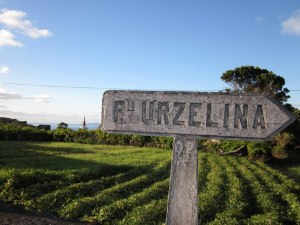 Sign to Porto da Urzelina
